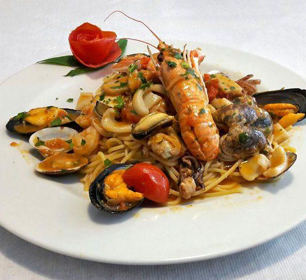 Pesce di mare - Spaghetti allo scoglio - Trattoria Onda Blu